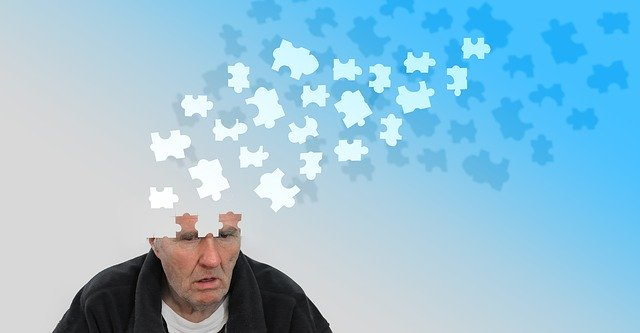 signs of Alzheimer in old people and how to deal with it